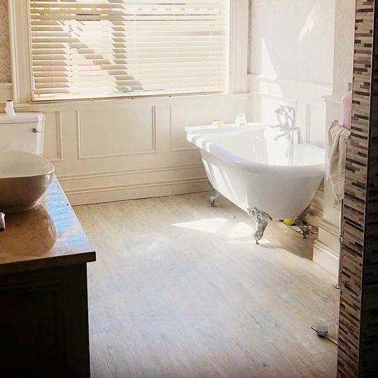 6 Great Bathroom Flooring Ideas