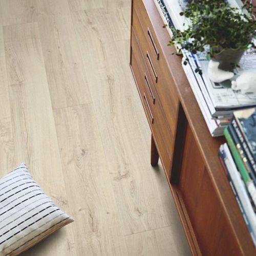 Pergo Premium Click Modern Plank Vinyl Flooring - 2.22sqm per pack - Light Village Oak (13926)